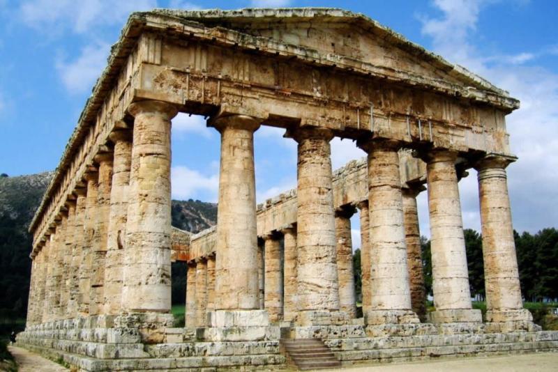 Segesta: Storia e Mito di un Sito Millenario
